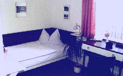 Hotel Garni Haus Röttgen, Hotel in Köln bei Porz
