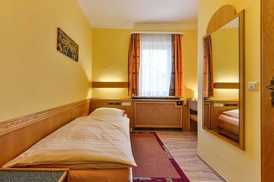 Monteurzimmer bei Hotel-Gasthaus Zur Sonne in Starnberg