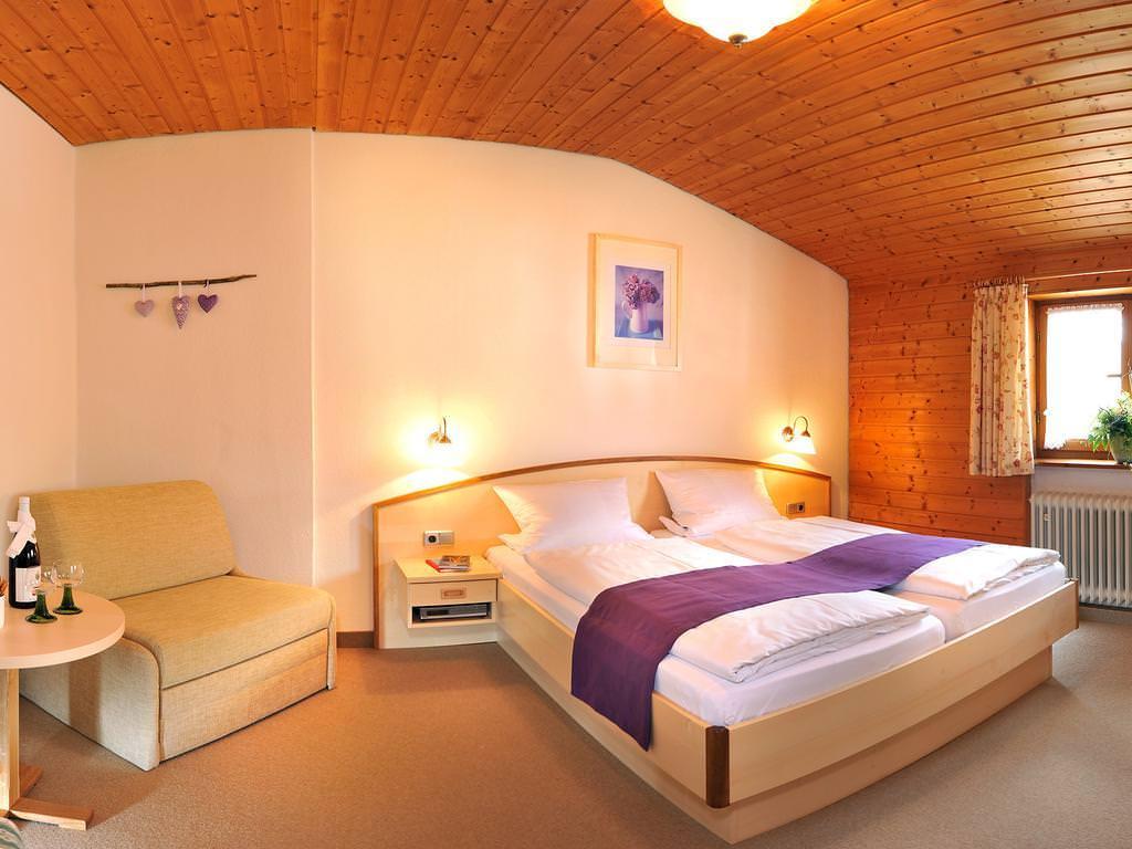 Gästehaus Enzianhof, Monteurzimmer in Oberammergau bei Steingaden