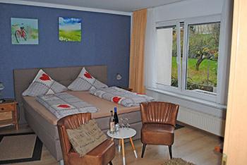 Gästehaus Weingut Kurt Schuh-Sausen, Pension in Reil bei Flughafen Frankfurt-Hahn