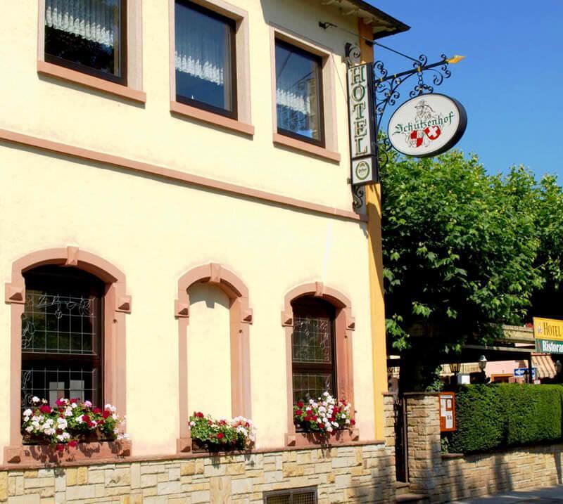 Haus Seeblick Hotel Garni Ferienwohnungen: Hotel Garni Hotel Schützenhof (Kronberg Im Taunus