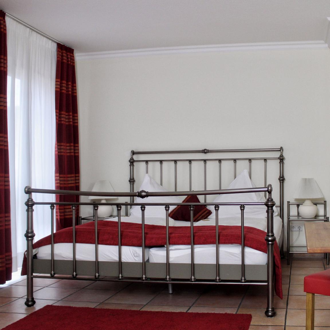 & Brauhaus Akazienhof, Pension in Köln