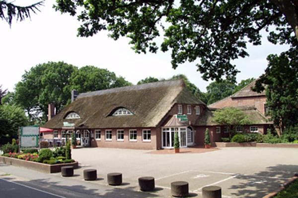 Wiefelstede-Conneforde: Hotel Ferienpark am Bernsteinsee
