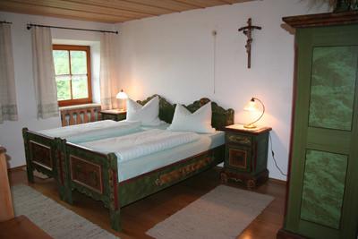 Gästehaus Holzhauser Hof, Monteurzimmer in Waldkraiburg bei Babensham