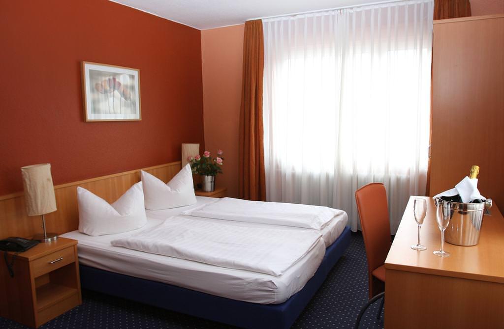 Marburg: Hotel & Restaurant Cala Luna