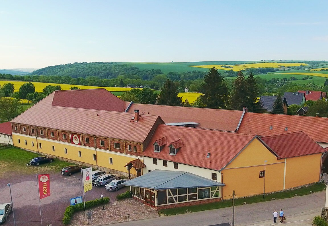 Hotel Sonnekalb, Hotel in Naumburg-Kleinheringen bei Braunsbedra