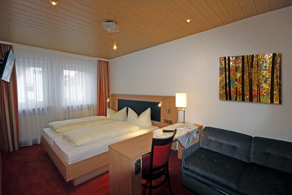 Buseck: Landhotel & Restaurant Alte Schmiede