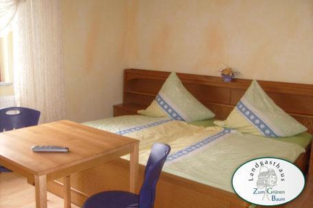 Zimmer-Landgasthaus Zum grünen Baum , Pension in Flieden bei Fulda