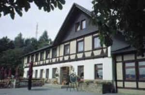 Waldquelle-Aerzener Baumhaushotel***