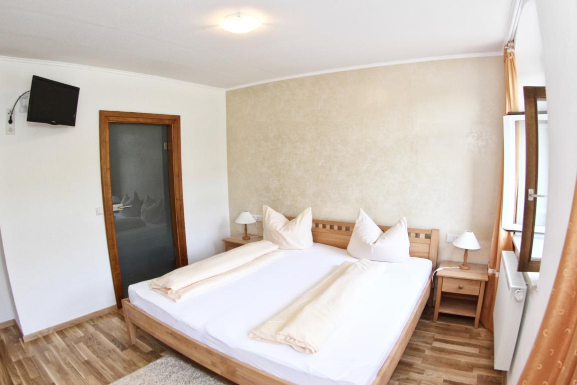 Piesport: Hotel & Restaurant Weingut Moselloreley