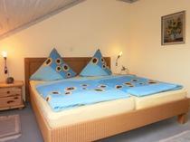 Ferienwohnungen/Privatzimmer Fam. Frosch, Pension in Bürgstadt