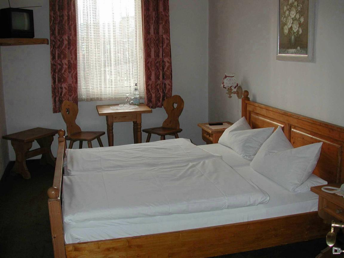 Hotel & Restaurant Rheinischer Hof, Hotel in Nierstein bei Alzey