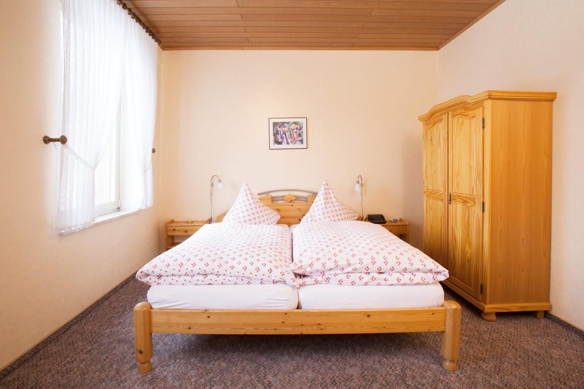 Gästehaus-Gasthaus Zur Linde, Pension in Braunweiler