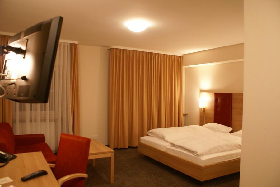 Siegen: Hotel & Restaurant Hennche