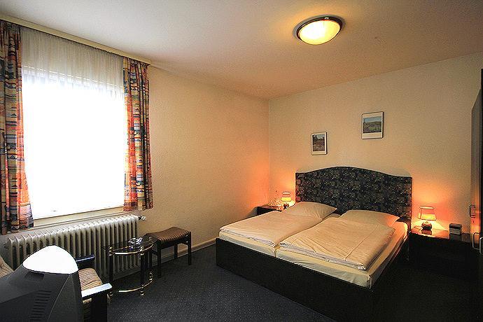 Frankfurt am Main-Oberrad: Hotel Hensel's Felsenkeller
