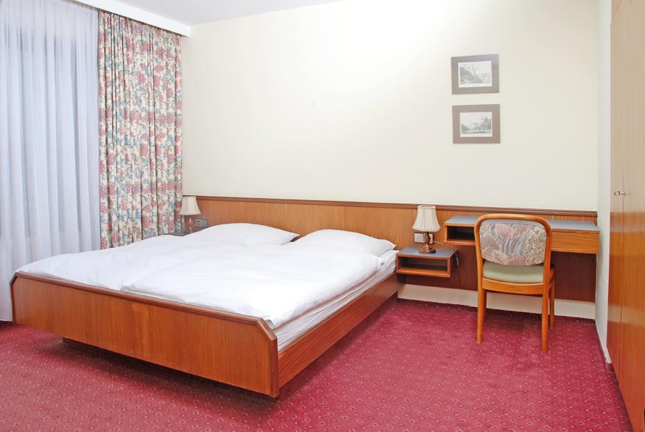 Göppingen-Holzheim: Hotel Garni Goldener Hasen