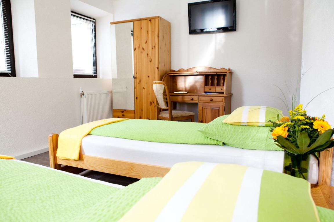 Schwäbisch Gmünd-Hussenhofen: Hotel Kreuz