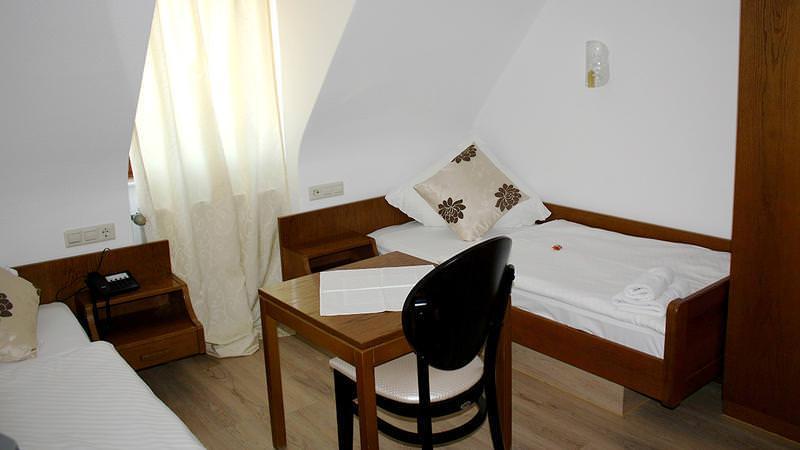 Neuenstadt am Kocher: Gästehaus Lamm