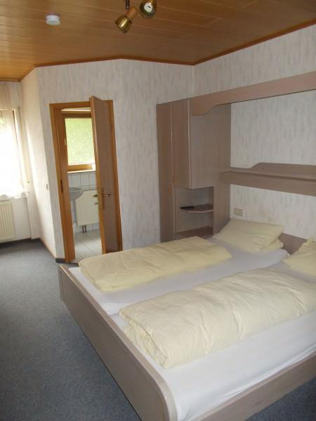 Monteurzimmer bei Landgasthof Pension Zum Hirsch in Karlsbad-Auerbach