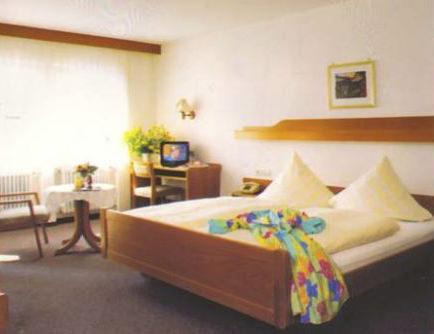 Bruchsal-Untergrombach: Hotel Zum weißen Lamm