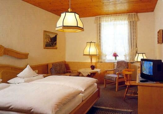 Gasthof zum Weißen Roß , Pension in Bad Bayersoien