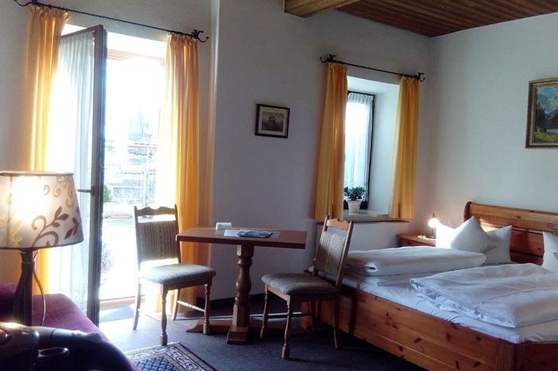 Hotel Lindenhof, Hotel in Prien bei Eiselfing