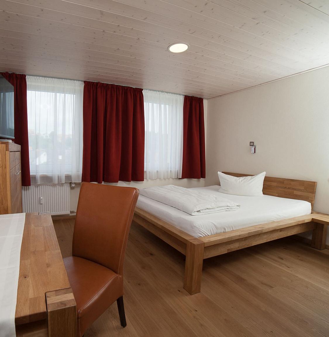 Pension garni Goldener Stern, Monteurzimmer in Dingolfing bei Landshut