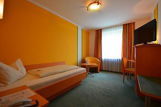 Hotel & Restaurant Bachmeier, Hotel in Eggenfelden bei Schnaitsee