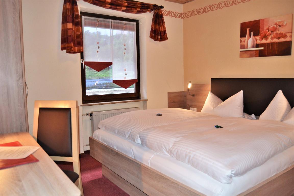 Harburg: Hotel & Restaurant Straussen