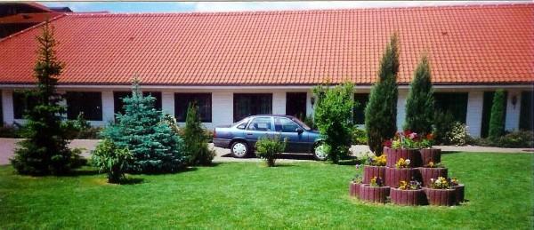 Motel Zur Goldenen Krone, Pension in Teterow bei Flughafen Rostock-Laage