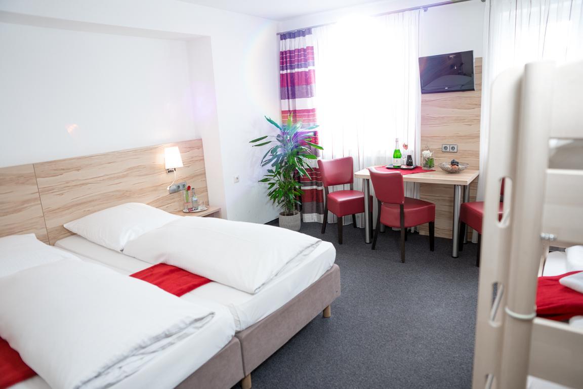 Pension & Gasthaus Zur Linde, Monteurzimmer in Rot an der Rot