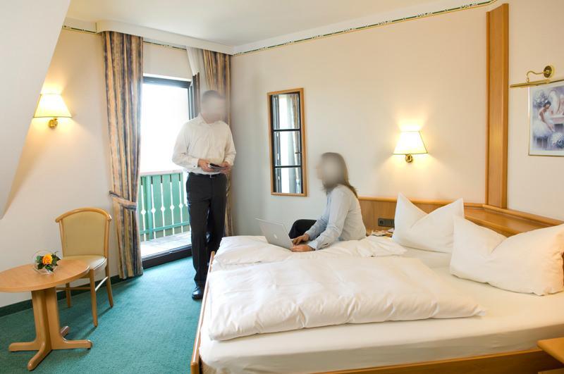 Burghotel Goldener Hirsch, Pension in Burgthann
