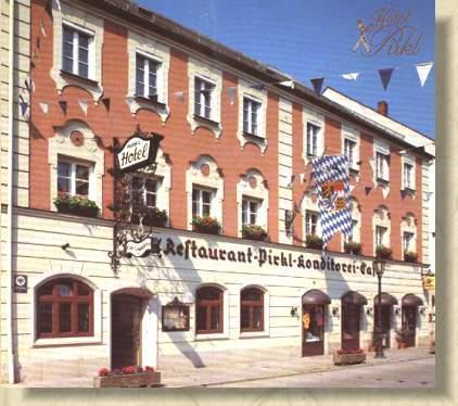 Osterhofen: Hotel & Restaurant Pirkl