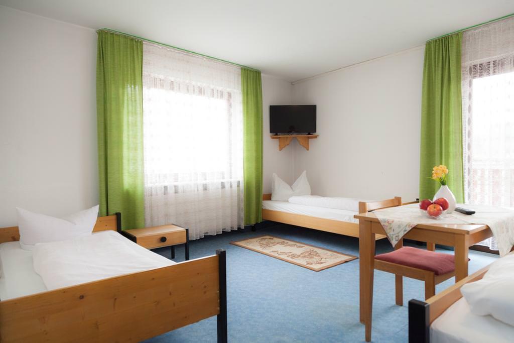 & Gasthof-Metzgerei Lamm, Pension in Geiselwind bei Gädheim