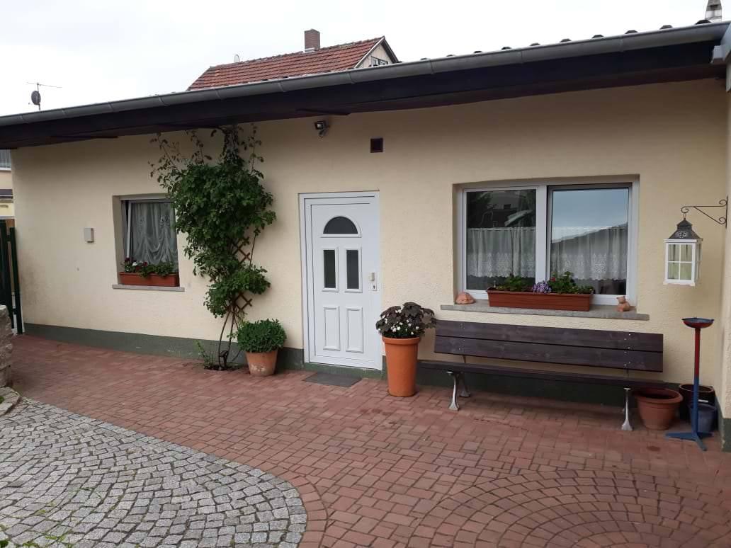 Zimmervermietung Hempel, Pension in Amt Wachsenburg-Ichtershausen bei Flughafen Erfurt-Weimar