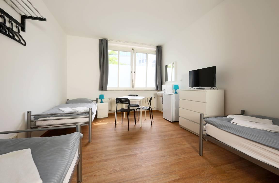 Puchheim: Fana Pension Hostel - Monteurzimmer für Handwerker - München Puchheim