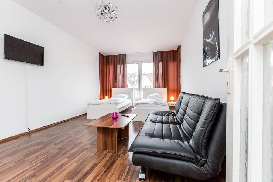 Homerent - Ferienwohnungen in Düsseldorf und Umgebung, Pension in Düsseldorf bei Meerbusch