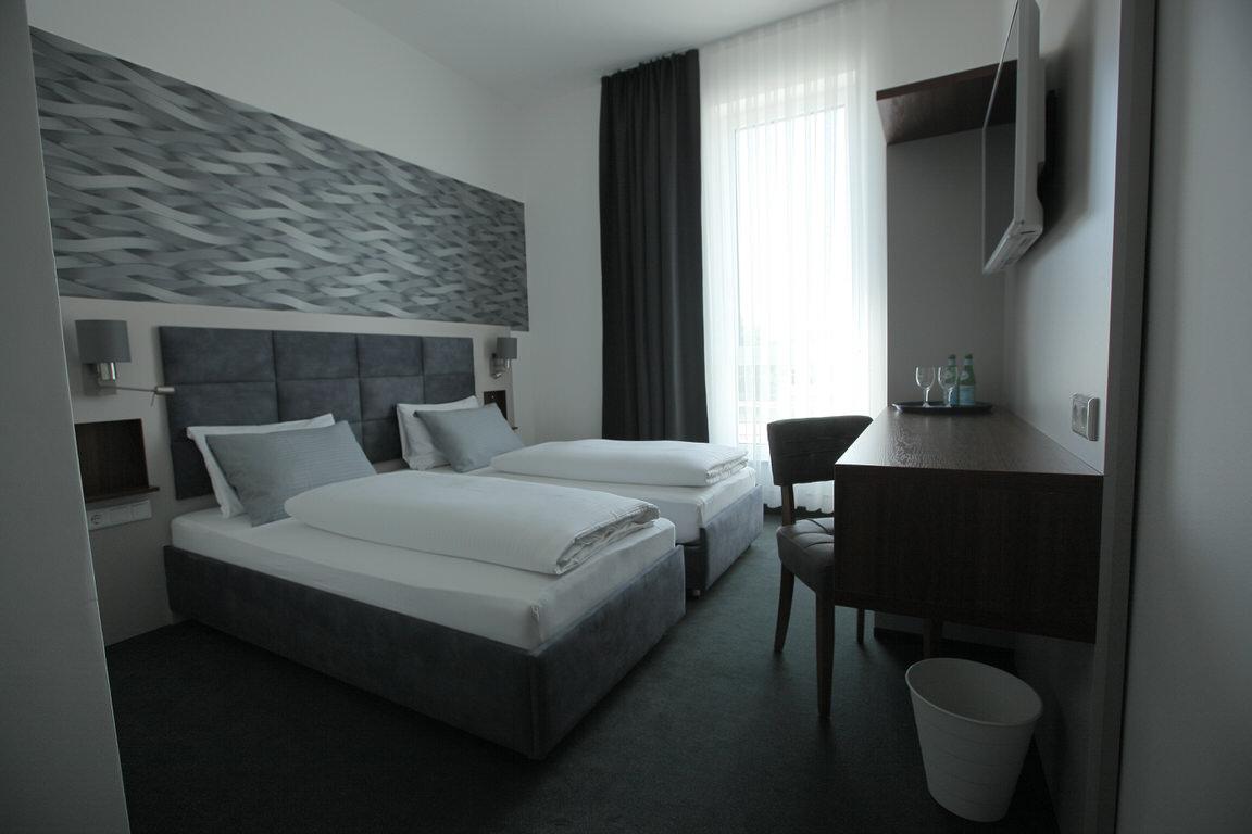 Ingolstadt: Hotel Starton am Village