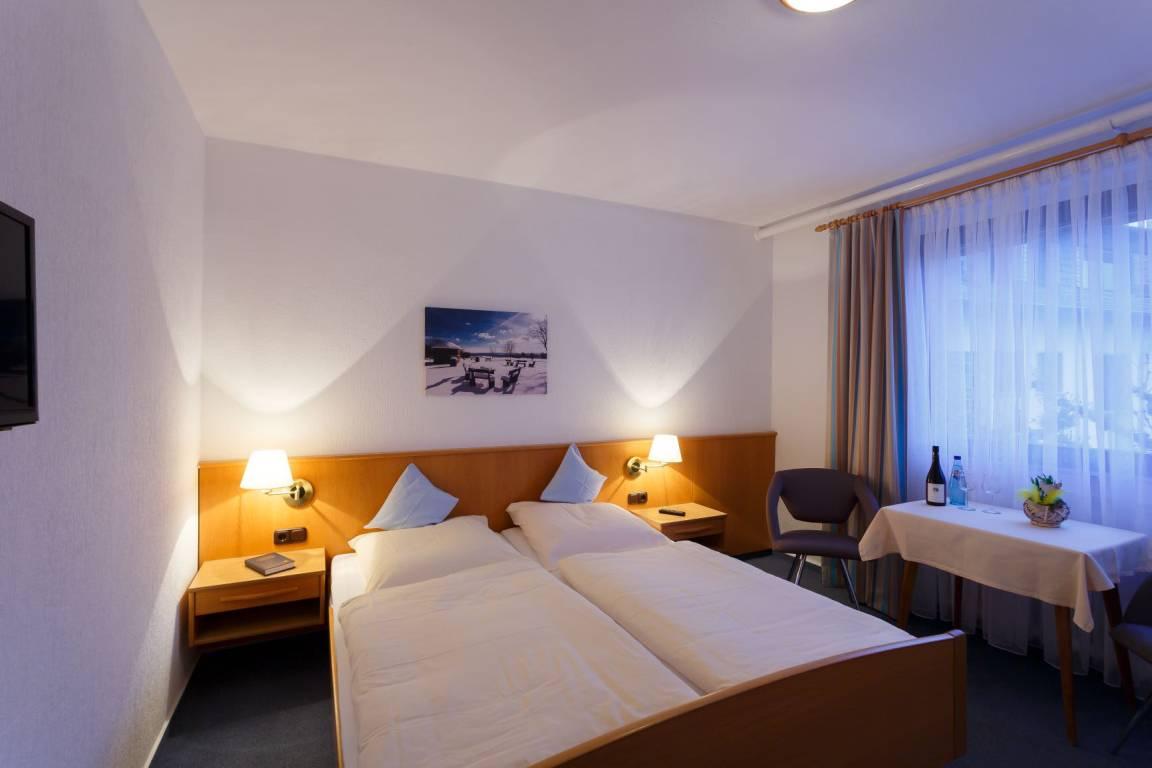 Eltville: Hotel-Weinhaus Engel
