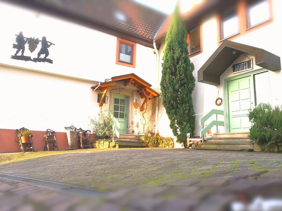 Monteurzimmer bei Landgasthof Zickler GbR in Gleisweiler